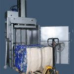 Гидравлический пресс ТМ-14Т-М с брикетом из ПЭТ бутылок