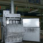 Вертикальный брекитировочный пресс ТМ-14Т-М с брикетом из алюминиевой стружки